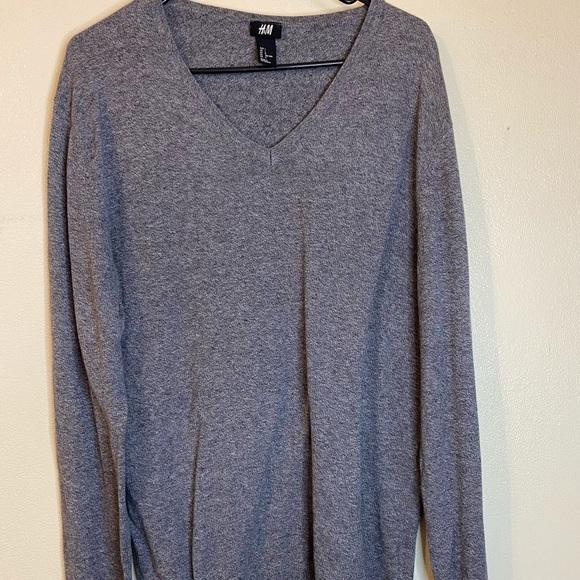 H&M Men's v neck sweater size L